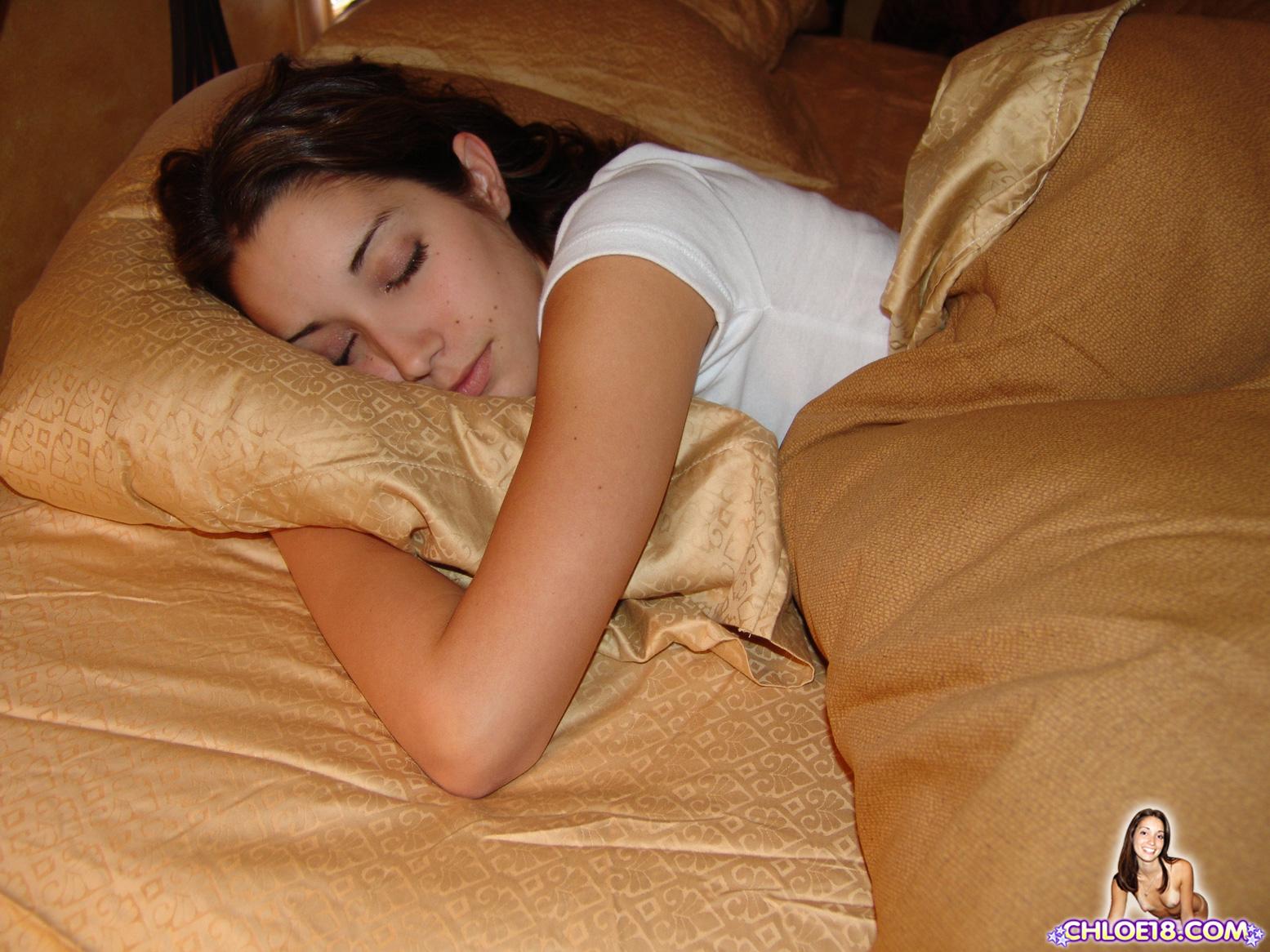 Спящую в жопу трахнул — pic 12